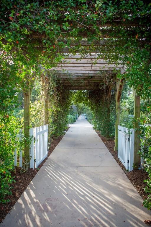 ... Botanical Gardens, Wander Through A Variety Of Garden U201croomsu201d Such As  The Japanese Garden Room At Heathcote Or The Bromeliads Garden Room At Port  St. ...