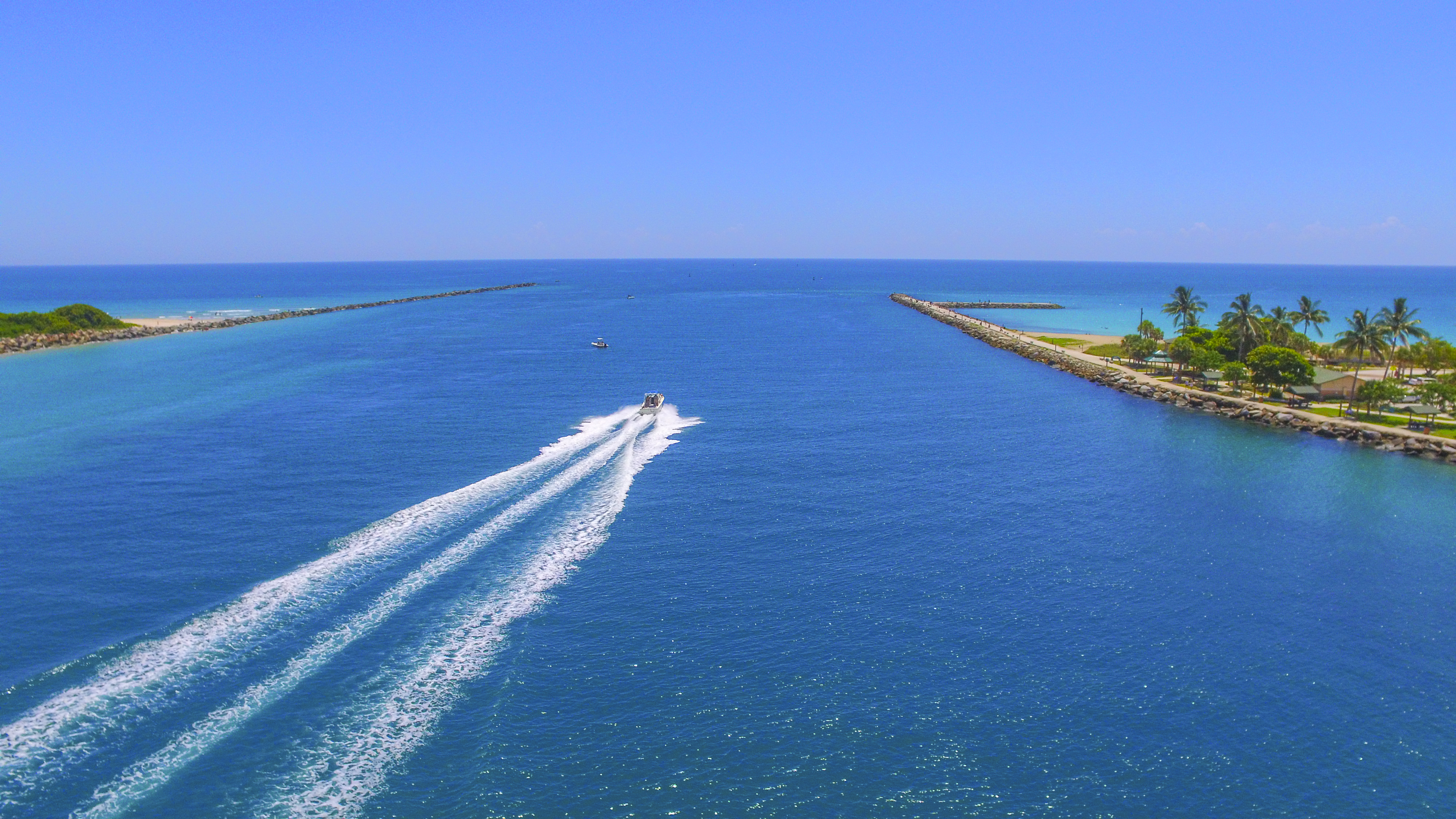 Blue waters on the Fort Pierce Inlet